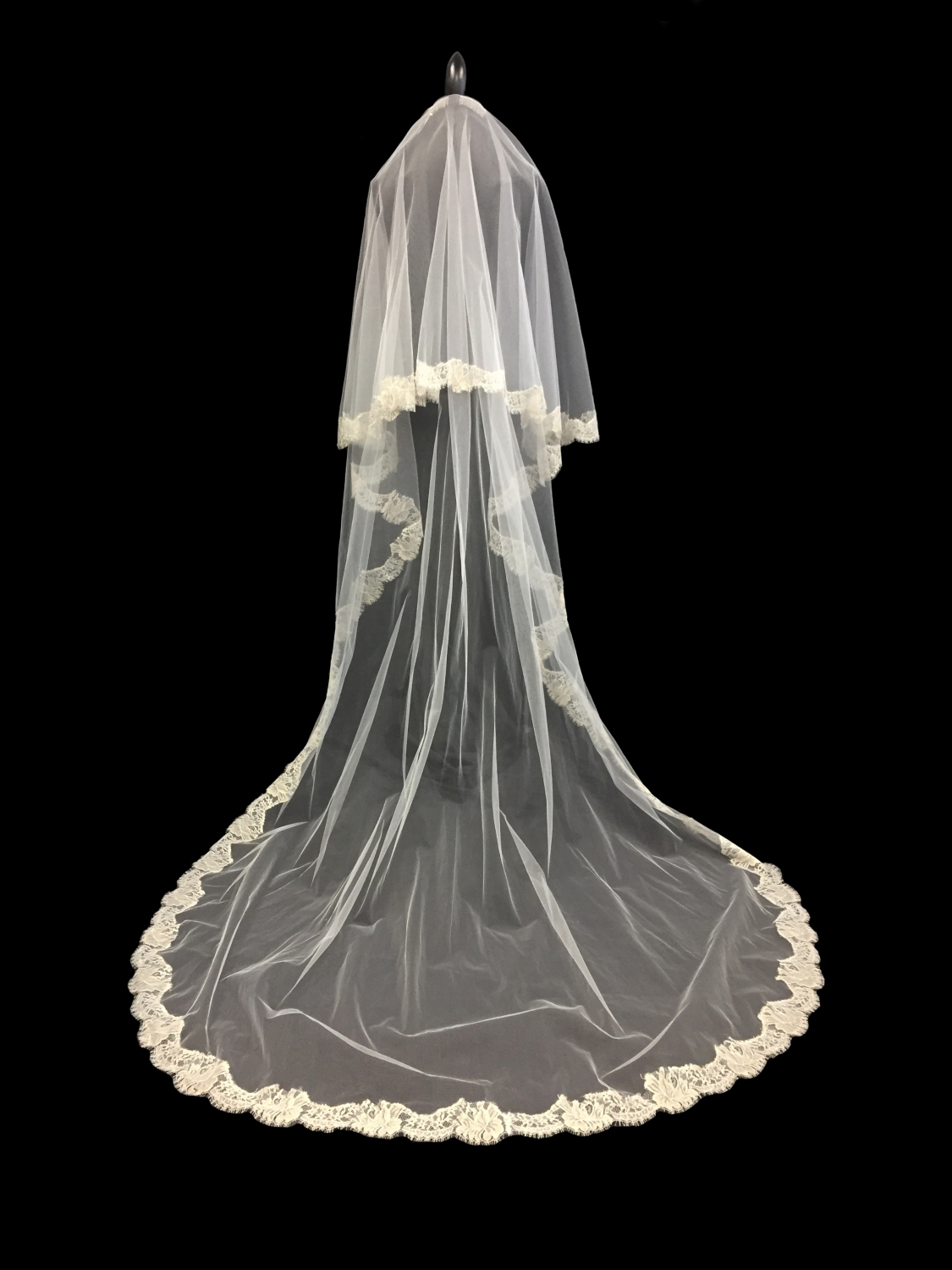 Style V5718-D _ 27-96x72        French Chantilly Mousse Gold Lace Edge Veil