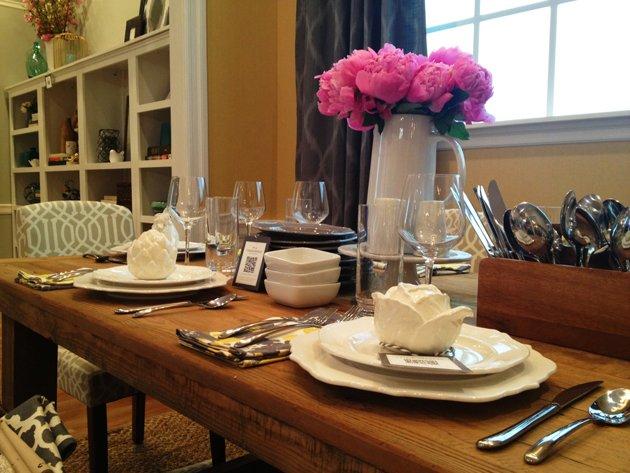 b7ec28a3-6075-423e-885f-1c0a47e57534_dining-table.jpg