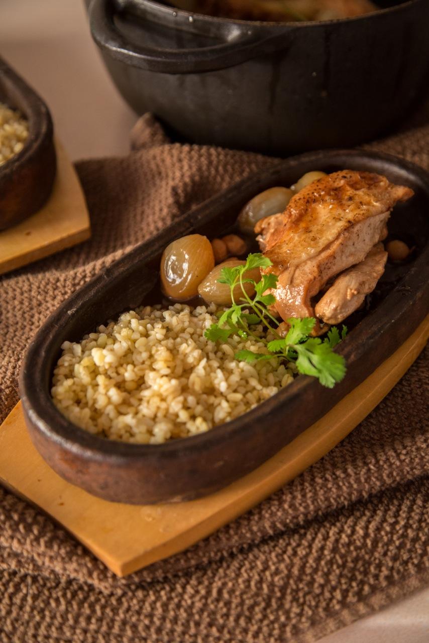 курица под соусом и с луковичками