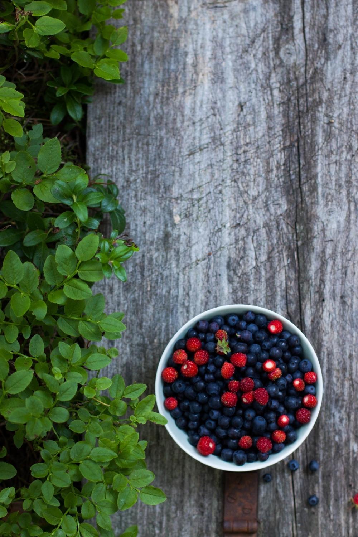 Mini Almond Pavlovas with Forest Berries   my blue&white kitchen