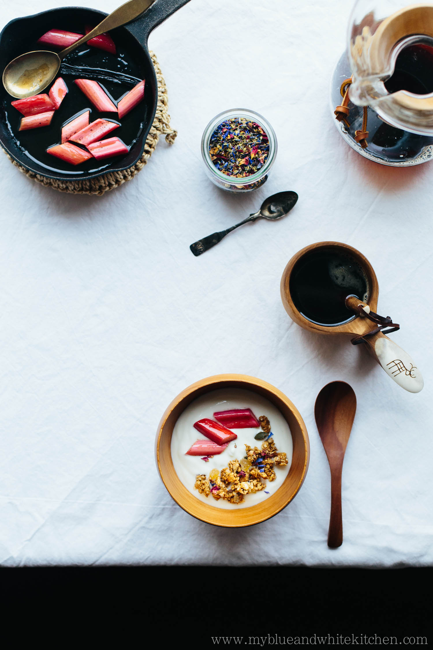 Clumpy Granola with Stewed Rhubarb | My Blue&White Kitchen