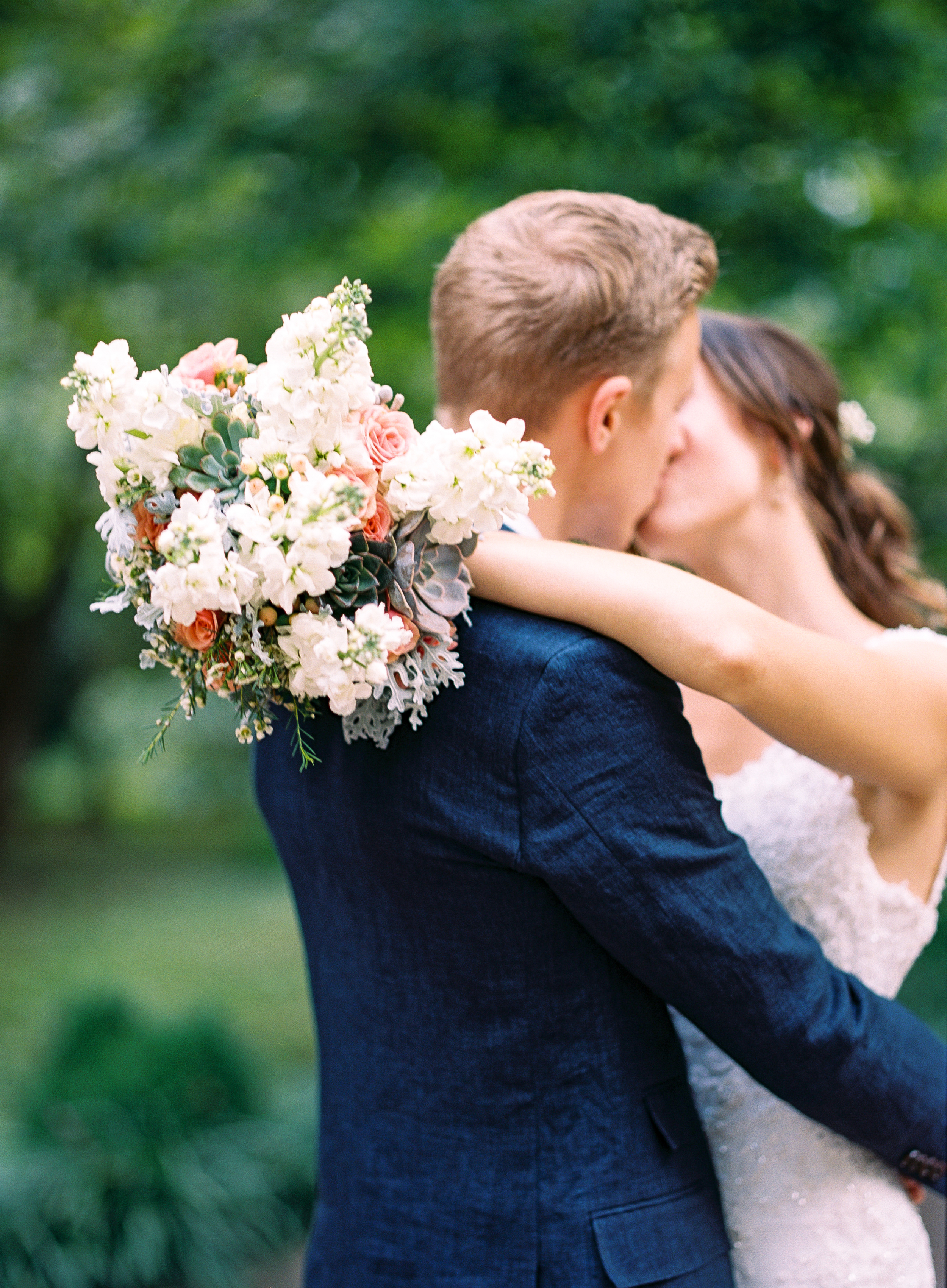 Whimscal bride and groom kiss // Bridal Bouquet