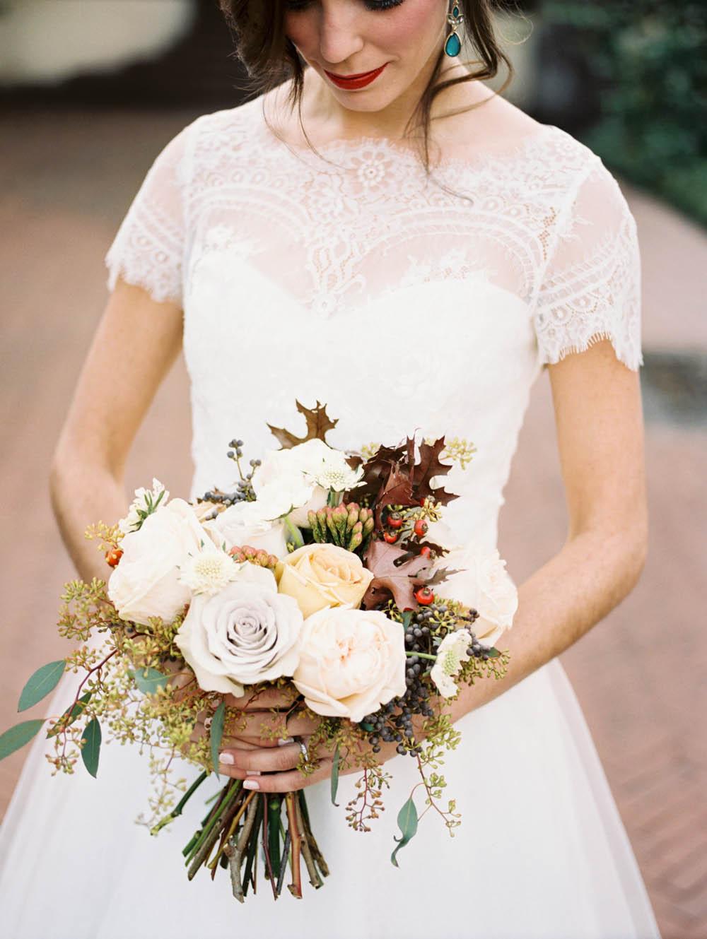 Natural, lush bridal bouquet