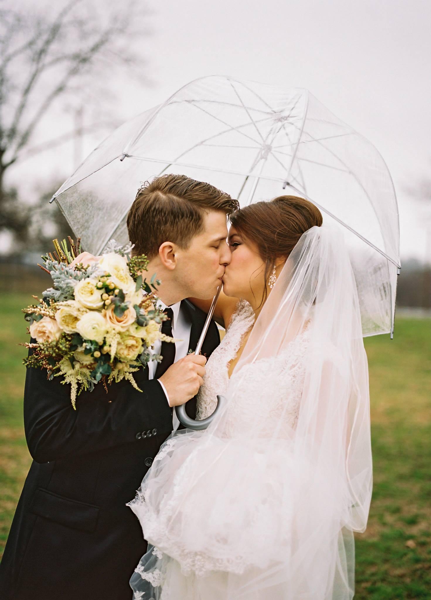 Rainy Day Romance // Nashville Wedding Flowers