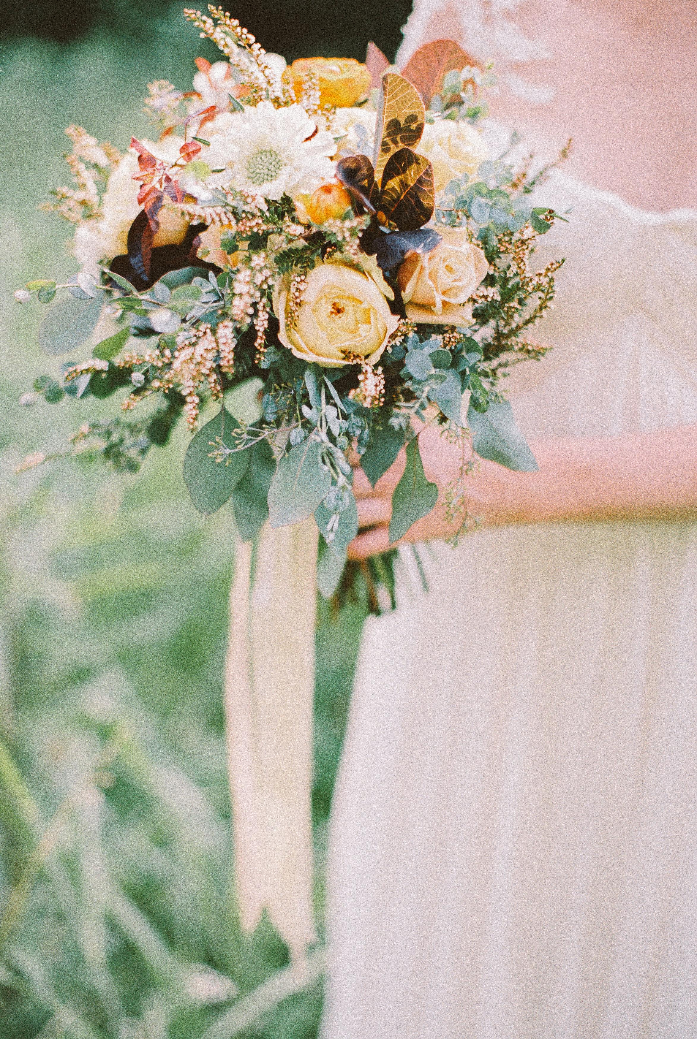 Earthy, neutral bridal bouquet // Nashville Wedding Flowers