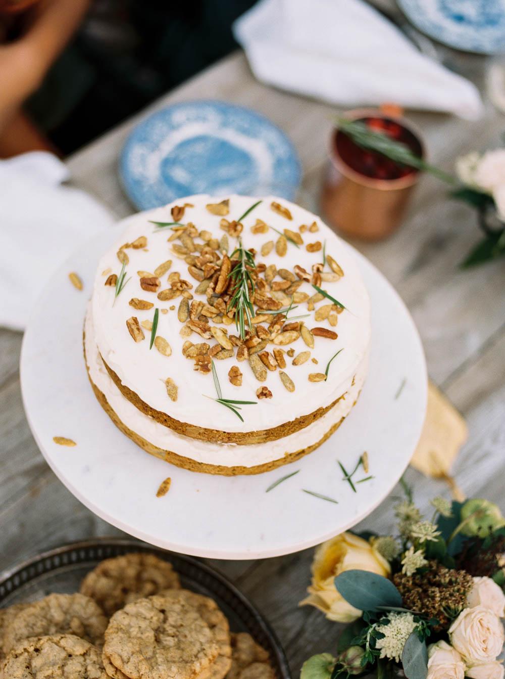 Harvest Cake // Thanksgiving Inspiration Tablescape