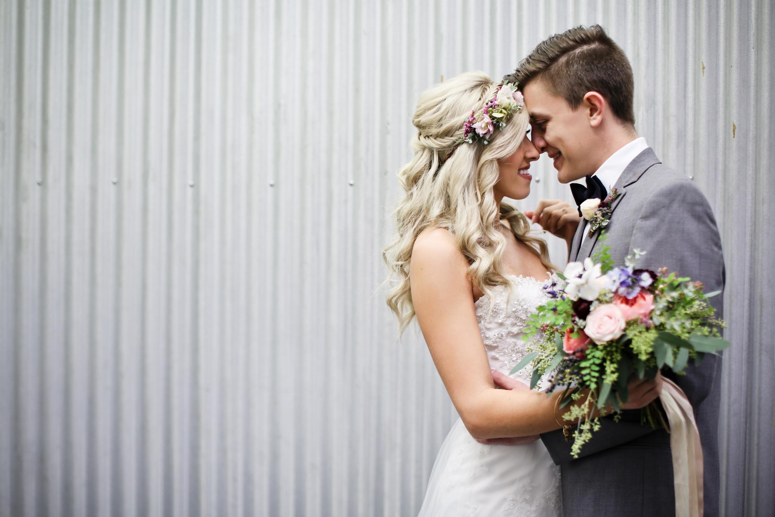 Simple elopement in Atlanta // Natural, loose greenery floral design