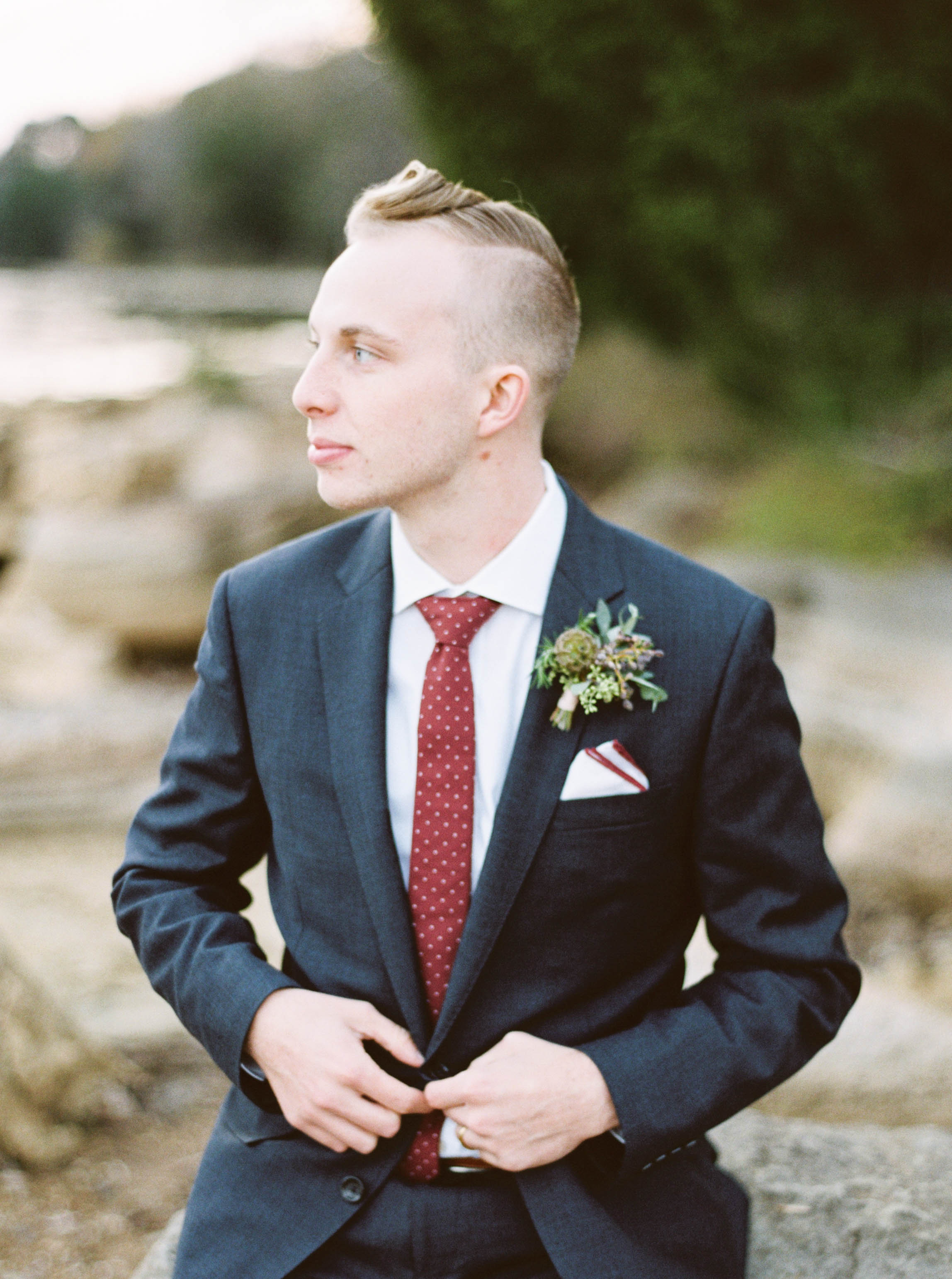 Outdoorsy Groom Style // Destination Wedding Florist