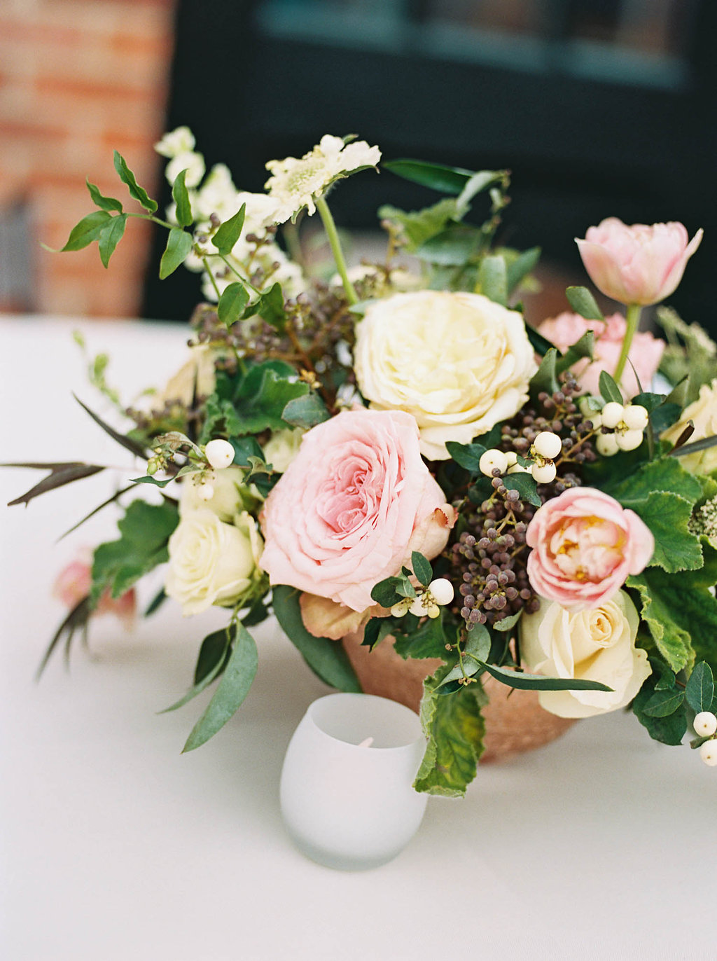 Cheekwood Botanical Garden Wedding // Blush and greenery centerpiece with garden roses, Queen Anne's Lace, and jasmine