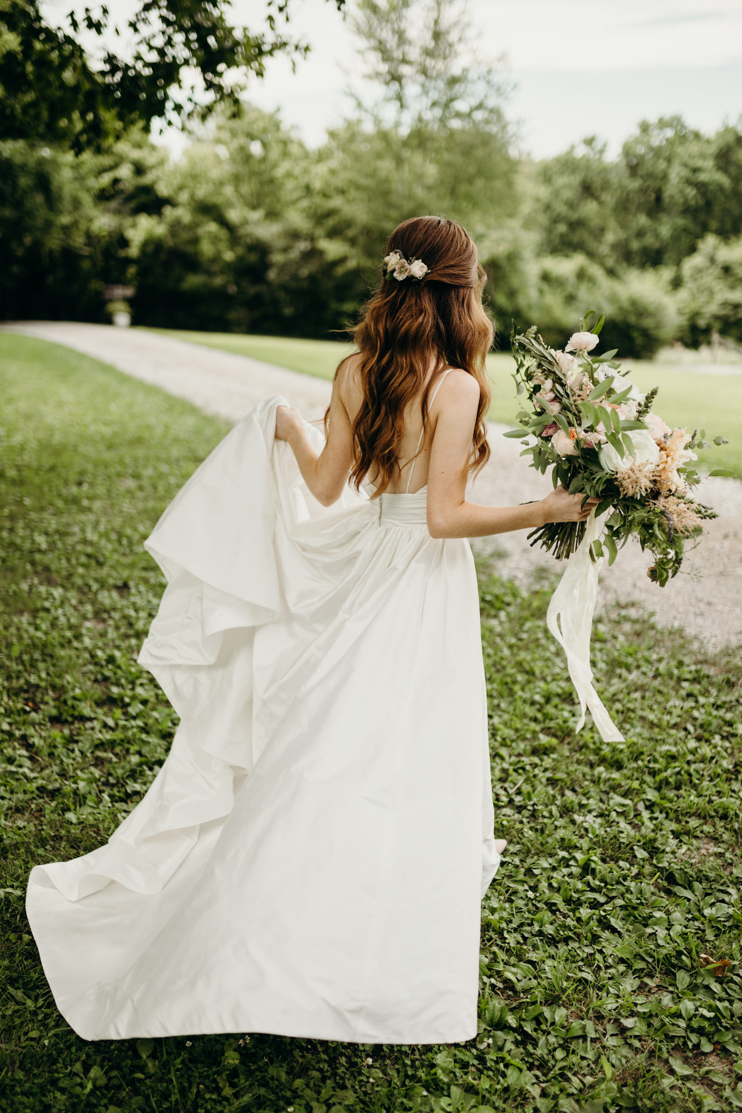 Simple floral comb for the bride // Nashville Wedding Florist