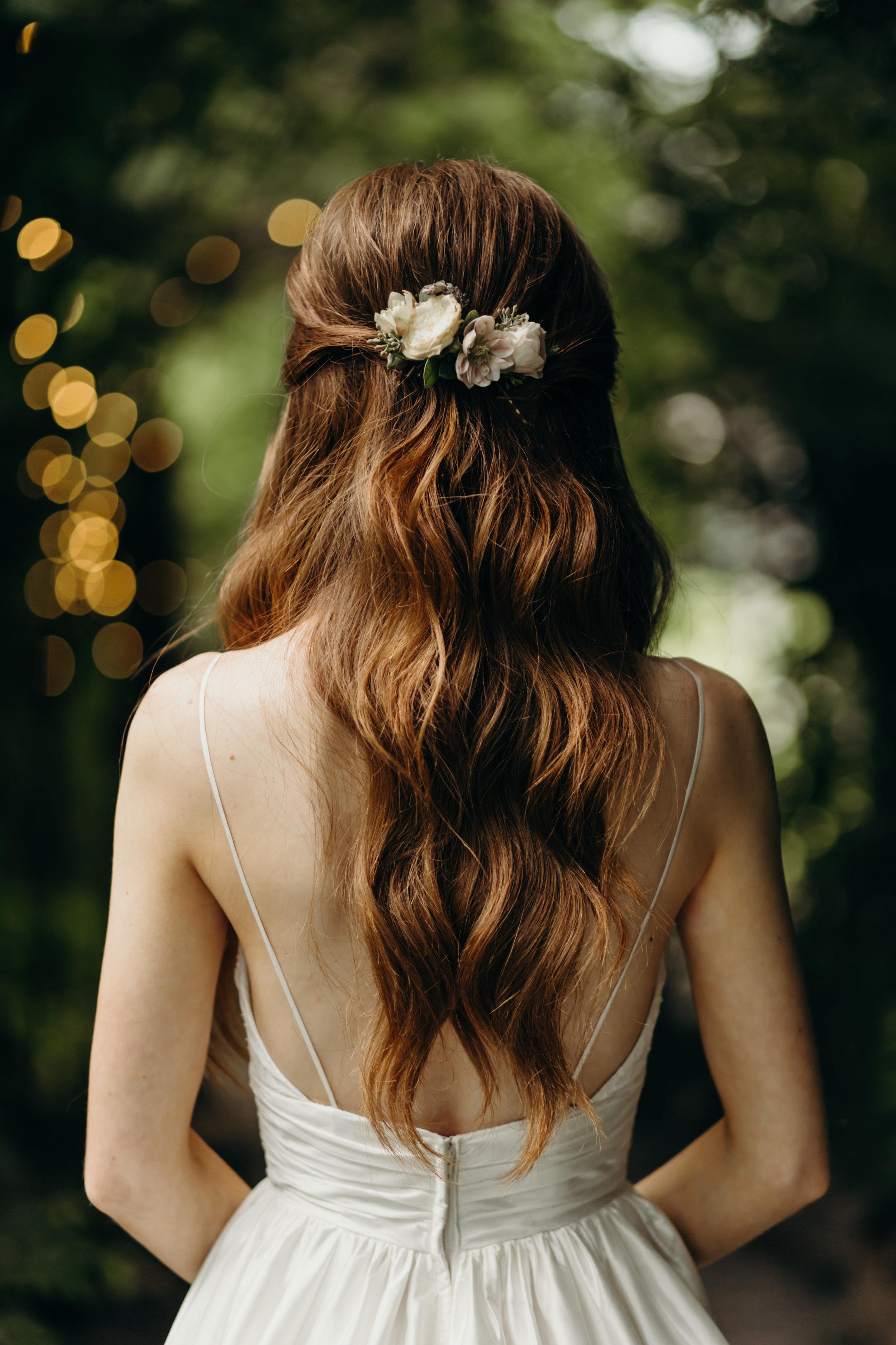 Simple flower comb for the bride // Nashville Wedding Florist