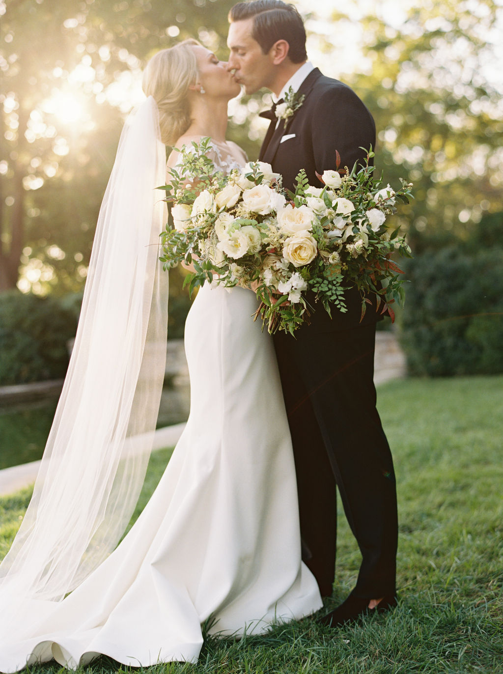 Rachel Gregory Lush White Wedding Florals At Cheekwood Botanic Gardens Rosemary Finch Floral Design Nashville Tn