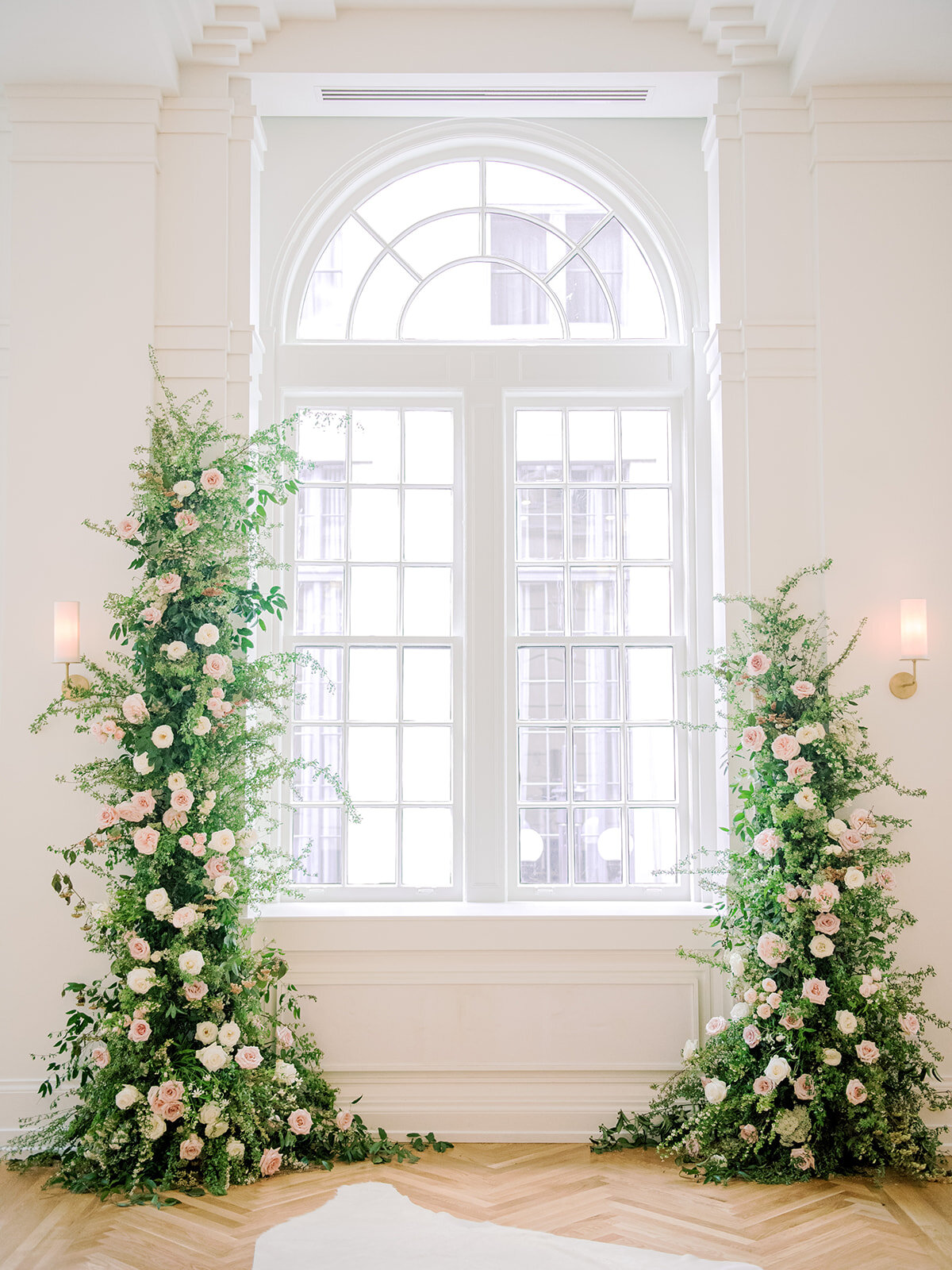 Top 3 Ways To Surprise and Delight Your Wedding Guests With Flowers