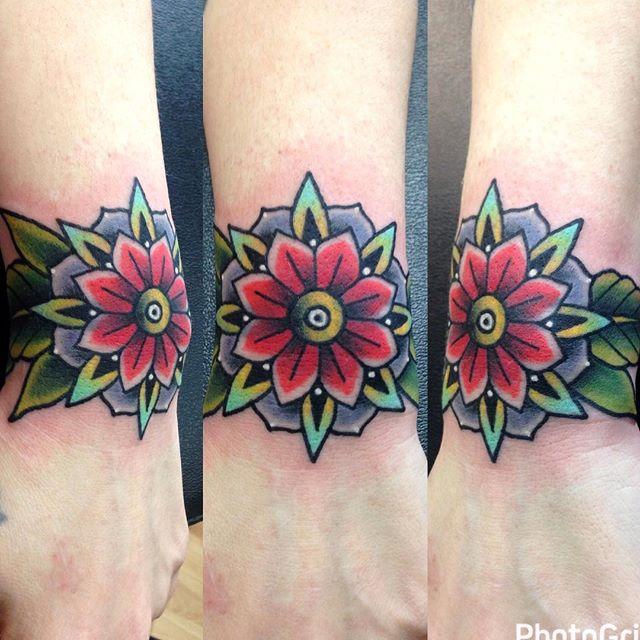 Fun cover up from today! 🌸 #tattoo #art #inked #artwork #traditionaltattoo #artist #artsanity #artfido #tttism #darkartists #eternalink #colortattoo #boldwillhold