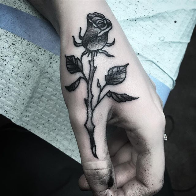 Put a simple rose over some self harm scars on my beautiful client. Glad to help people in their journeys to their best self. 🖤 Thank you for following me in mine. @court_land_ #fromselfharmtoselflove #selflove #scarcoverup #coveruptattoo #handtattoo #rosetattoo #rose #tattoo #courtlandtattoos #blackinktattoo #singlestemrose
