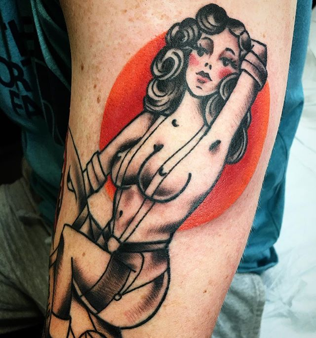 ...Waiting for this beauty to come back so I can finish coloring her outfit and her 500 lb bomb. On a veteran with some crazy stories. Thank you for your service Joel. If you have unfinished work please book an appointment and get that work you want done! By @court_land_ made at @templeoftattoo please email to book an appointment for March or April. #pinup #courtlandtattoos #marinetattoo #pinuptattoo #militarypinup #classic #traditionaltattoos @vancouver_usa @vancouver.wa.local