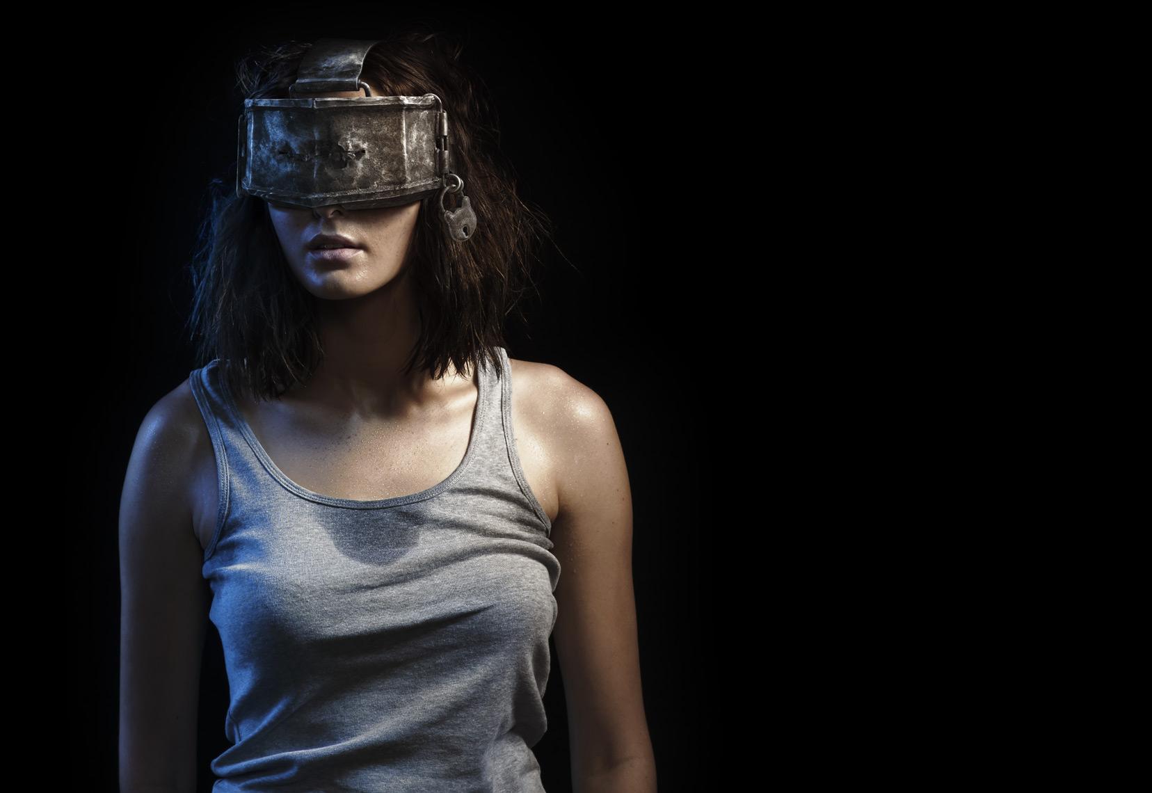 1251_Troy_Sony_PlayStation_VR_girl_Final_HR.jpg