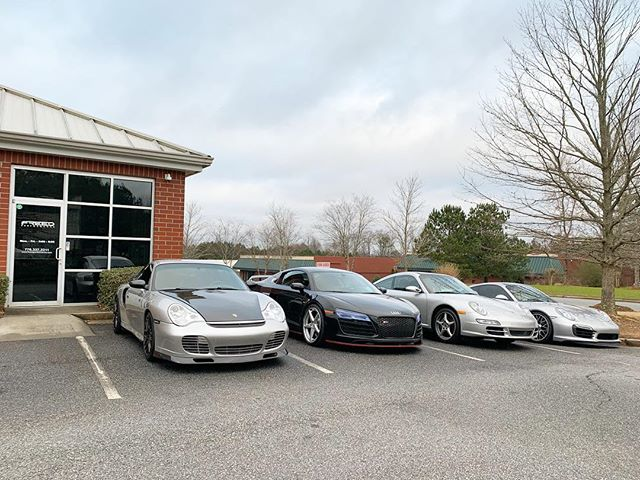 4 cars, and over 2500hp. Not a bad way to start a Thursday. #911 #1000hpclub #tuning #freedperformance #crownrally #halfmileracing #porsche #turbo #audi #v10 #r8