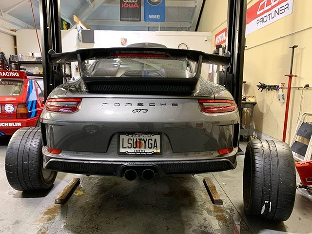 Customers stunning GT3 in for some new rubber. 325s in the back! #gt3 #porsche #gt3rs #911 #991.2 #freedperformance #blacklist #trackday