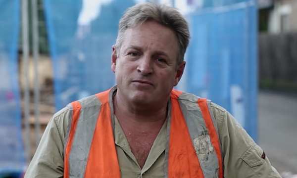 A scene from the now infamous Liberal 'fake tradie' advertisement.