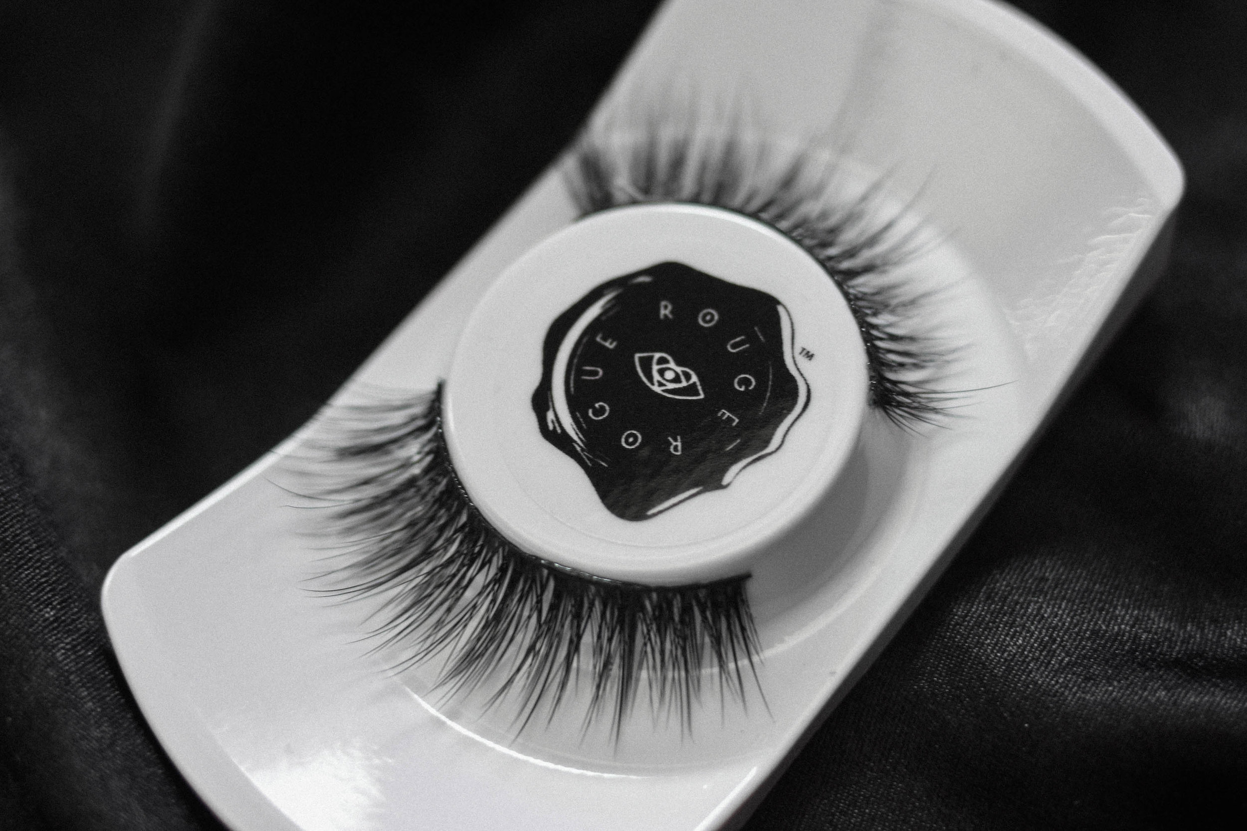 Lioness   This fierce lash leads the pride! Varying lash lengths and intermittent clusters create a voluminous finish on this tapered style, full as lion's mane. 'Lioness' is versatile – so it's your perfect 'day glam' to 'smolderingnight look' transition lash.