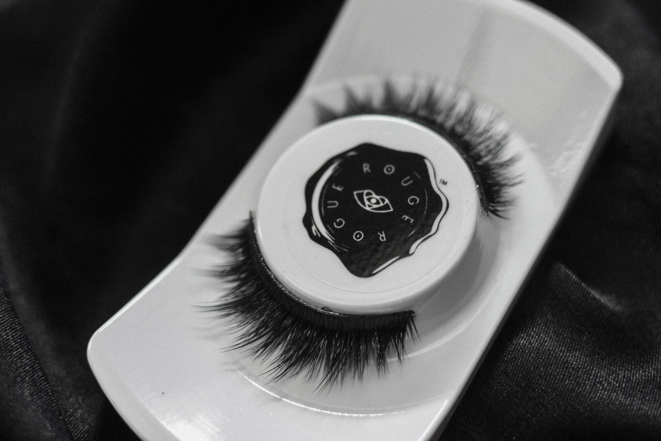 Phoenix   This lash soars above the rest! Made to mimic the wings of a Phoenix, this striking, dramatic lash will rise you to new heights. The phoenix is a symbol of rebirth- let your eyes take on new life with this dual tiered, tapered style which integrates our Infinite Volume technology ™ for the ultimate alluring stare.