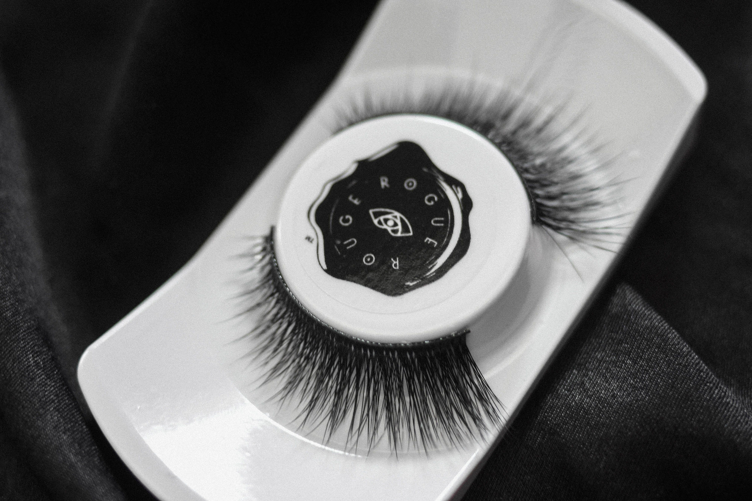 Ballerina Noir   She dances like nobody's watching, every movement beauty in the making. Graceful, yet her spirit is unbreakable – this tapered style is full of feminine glamour. With wispy length and evenly distributed volume, this style gives the illusion of a naturally fuller lash that will captivate.