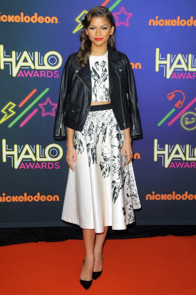 zendaya-coleman-2014-nickelodeon-halo-awards-02.jpg