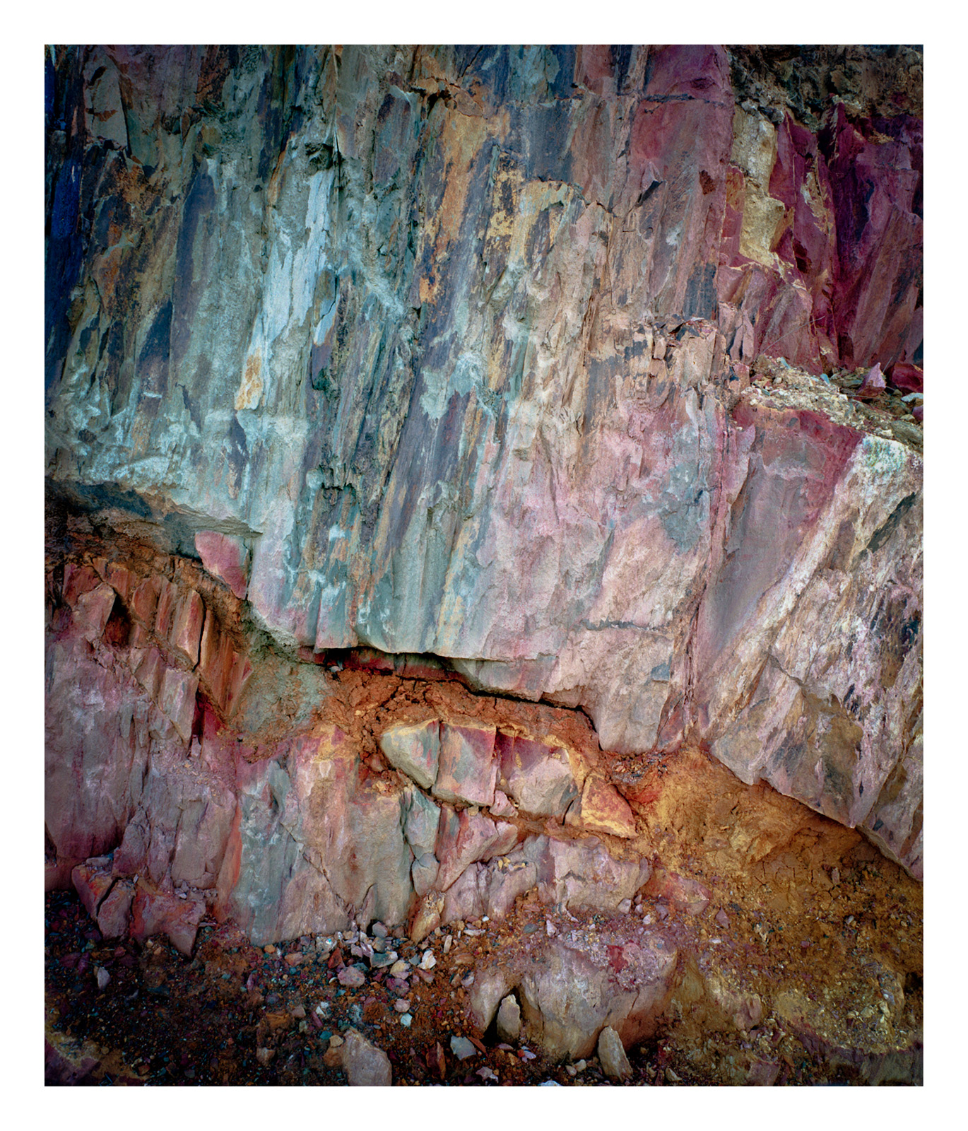 TasmaniaQueenstowncolourrocks.jpg