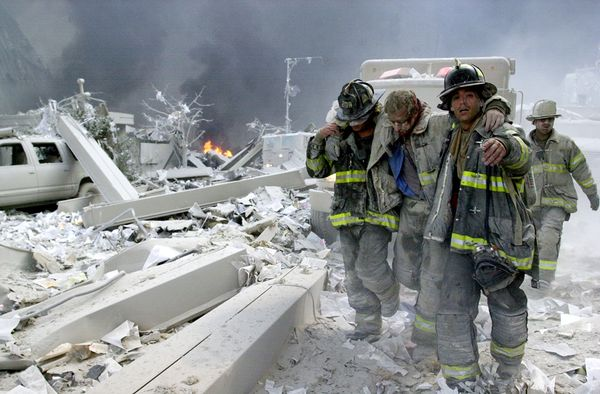september-9-11-attacks-anniversary-ground-zero-world-trade-center-pentagon-flight-93-firefighters-rescuing_40008_600x450.jpg