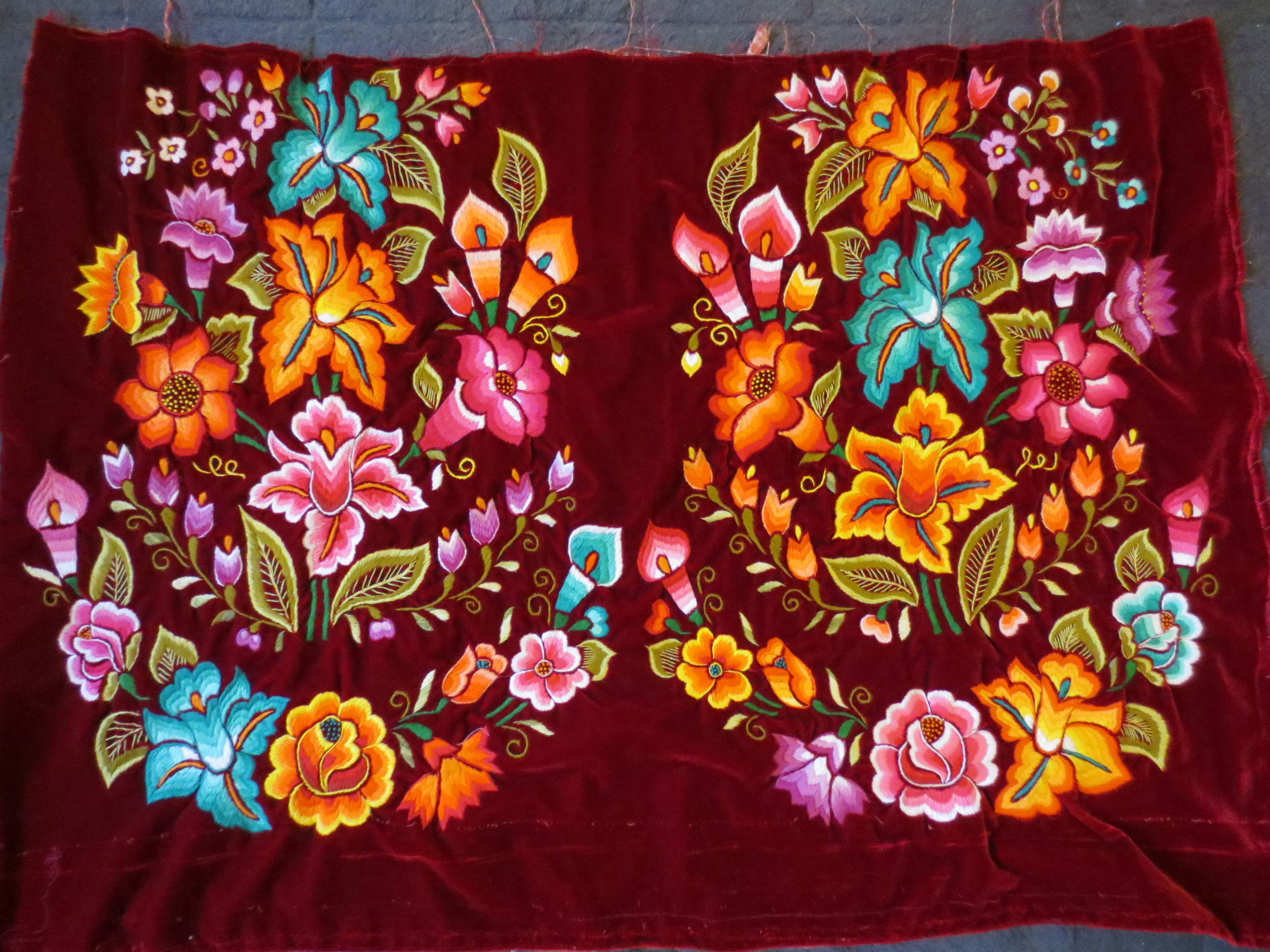 Tehuantapec embroidery