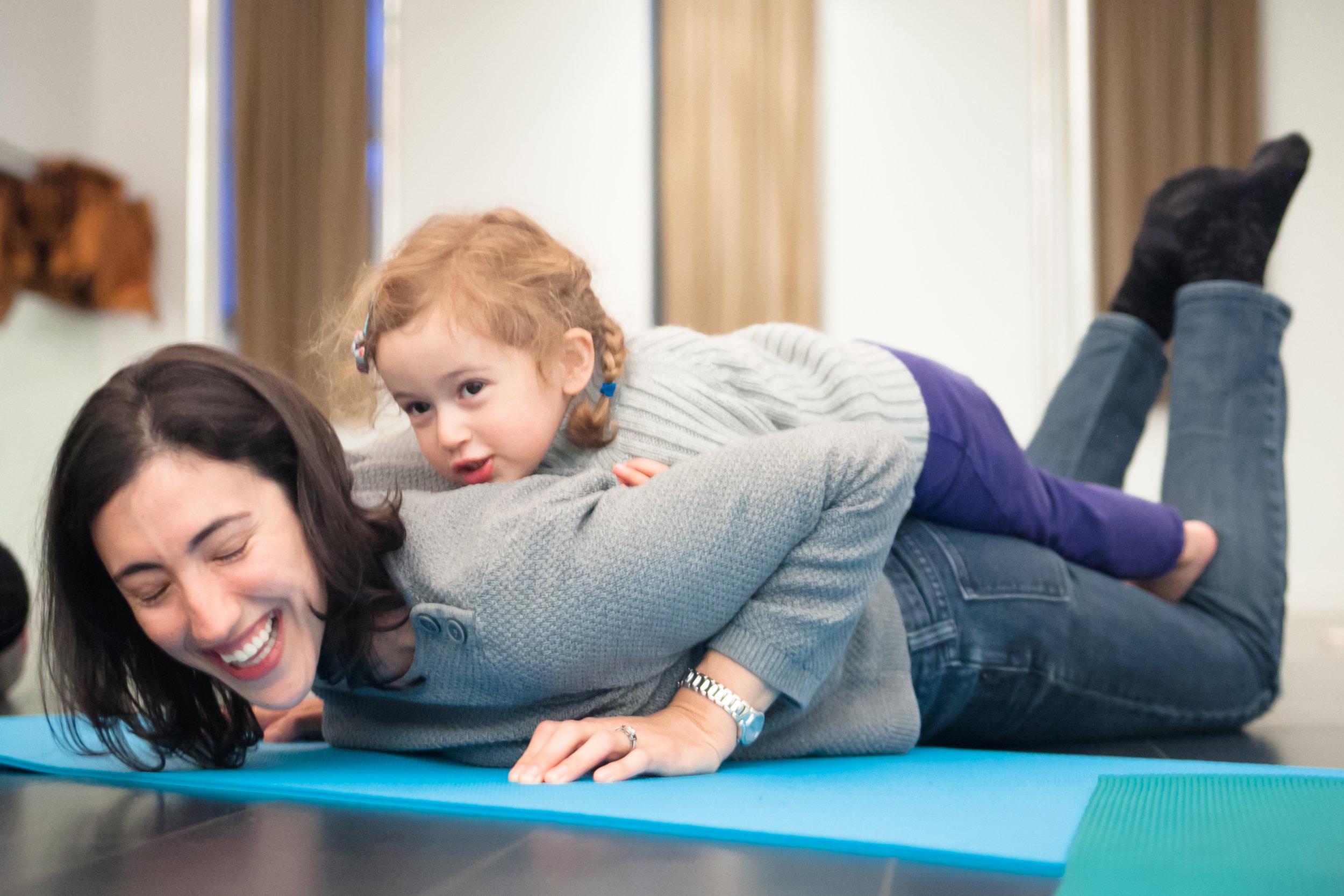 mom-daughter-family-yoga-pose