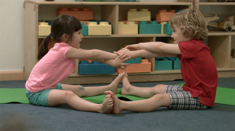 Fun Kids Yoga Partner Poses That Are Great For Classroom Group Activities Yo Re Mi