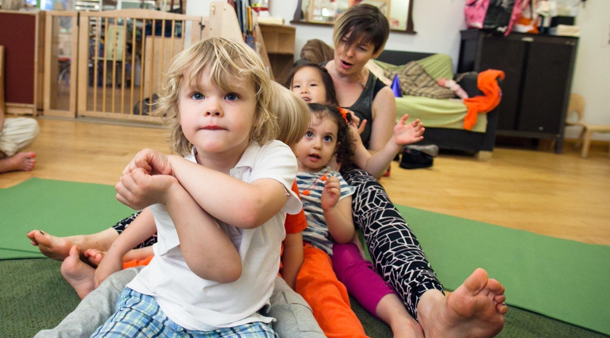 group_train_pose_kids_yoga.jpg