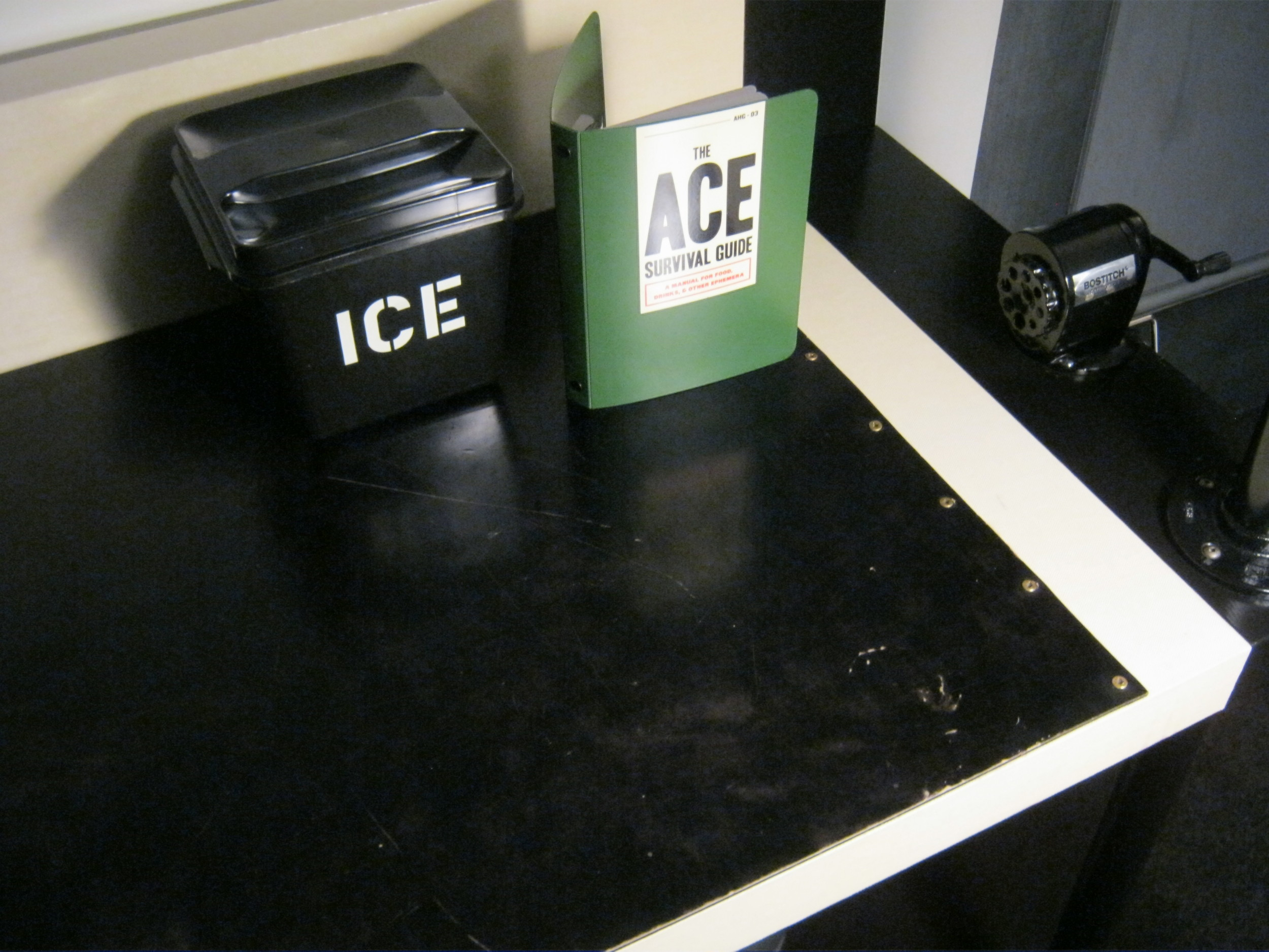 EcoDomo - Hotel Ace - Desktop - Distressed leather.JPG