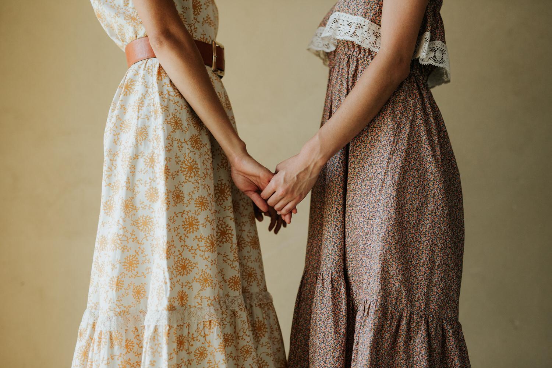 Women holding hands in Rat Des Champs vintage