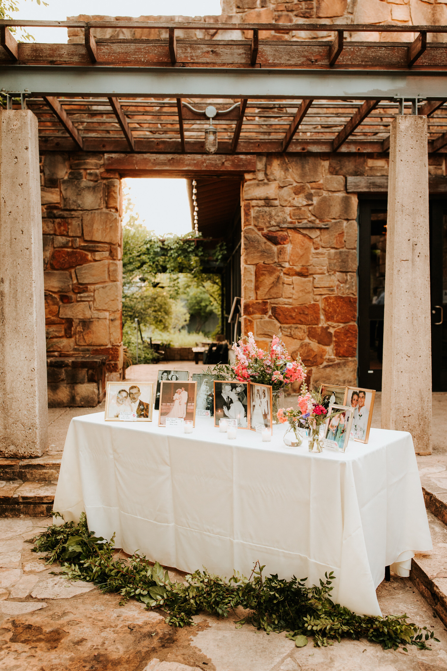 _Lady Bird Johnson Wildflower Center Wedding - Diana Ascarrunz Photography-1141.jpg