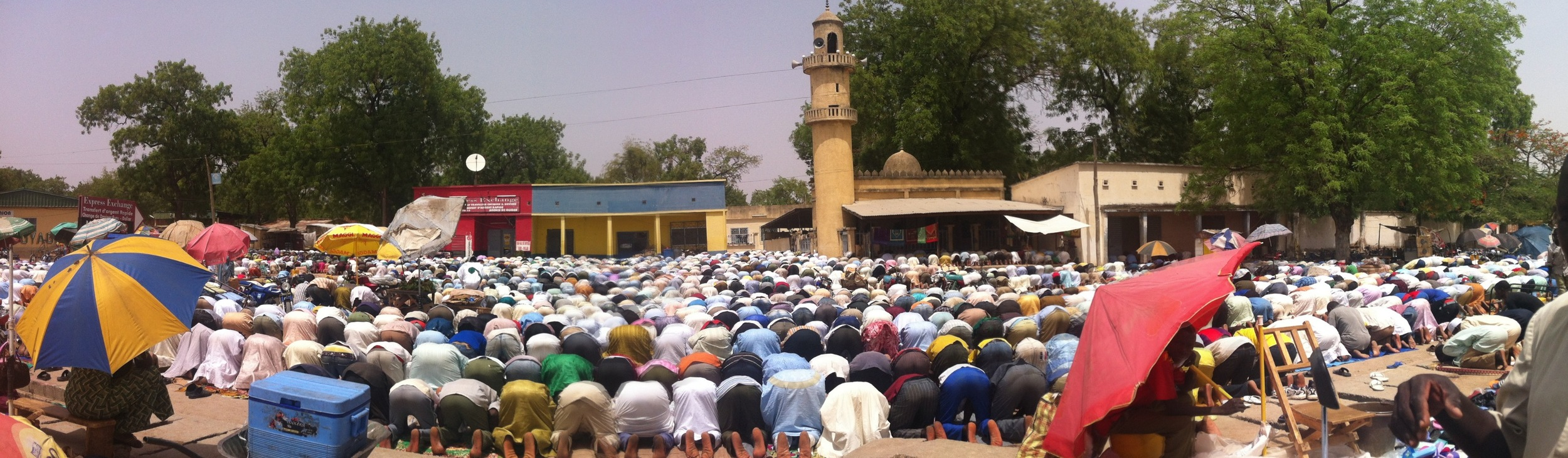 Midday prayer at the Friday market in Guider