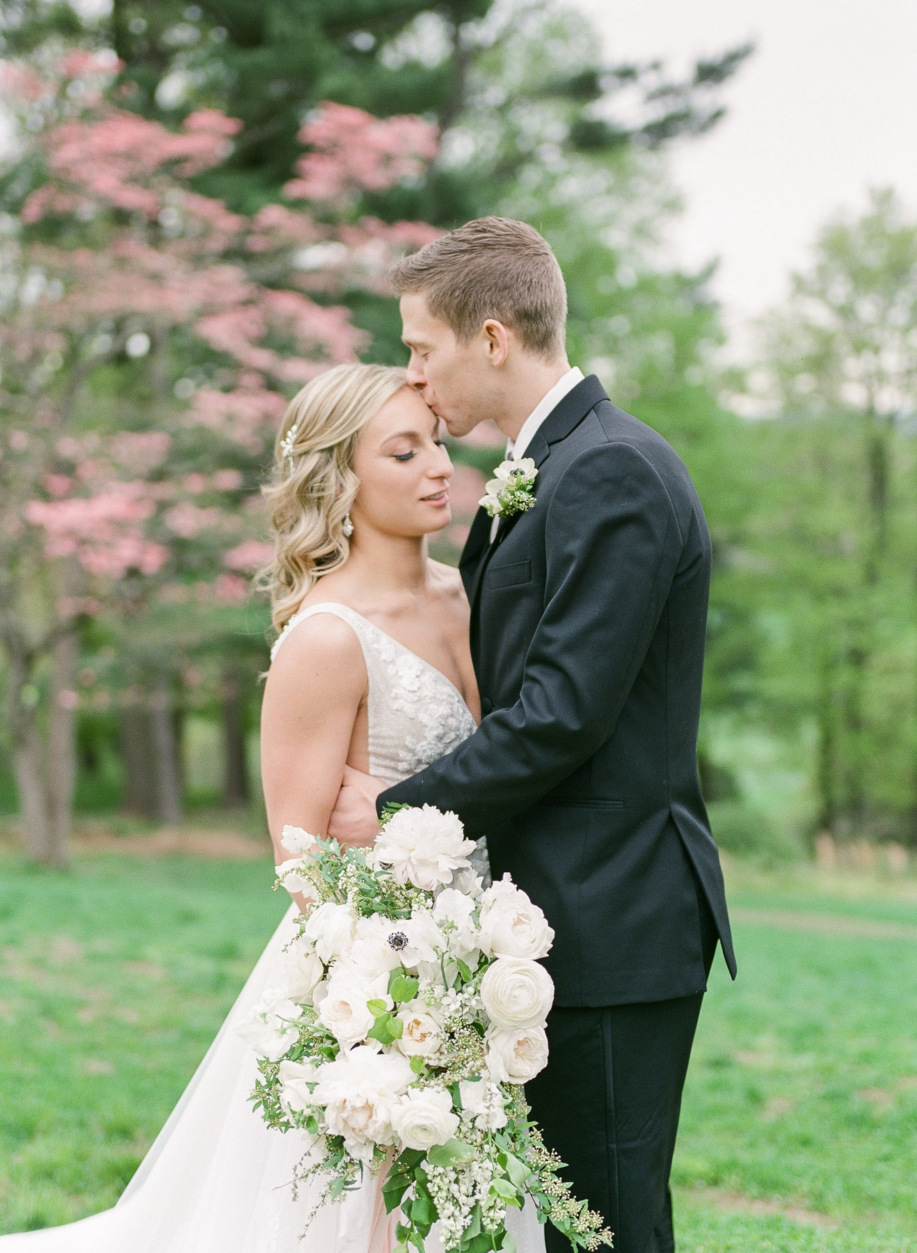 Blooming magnolia tree wedding photos