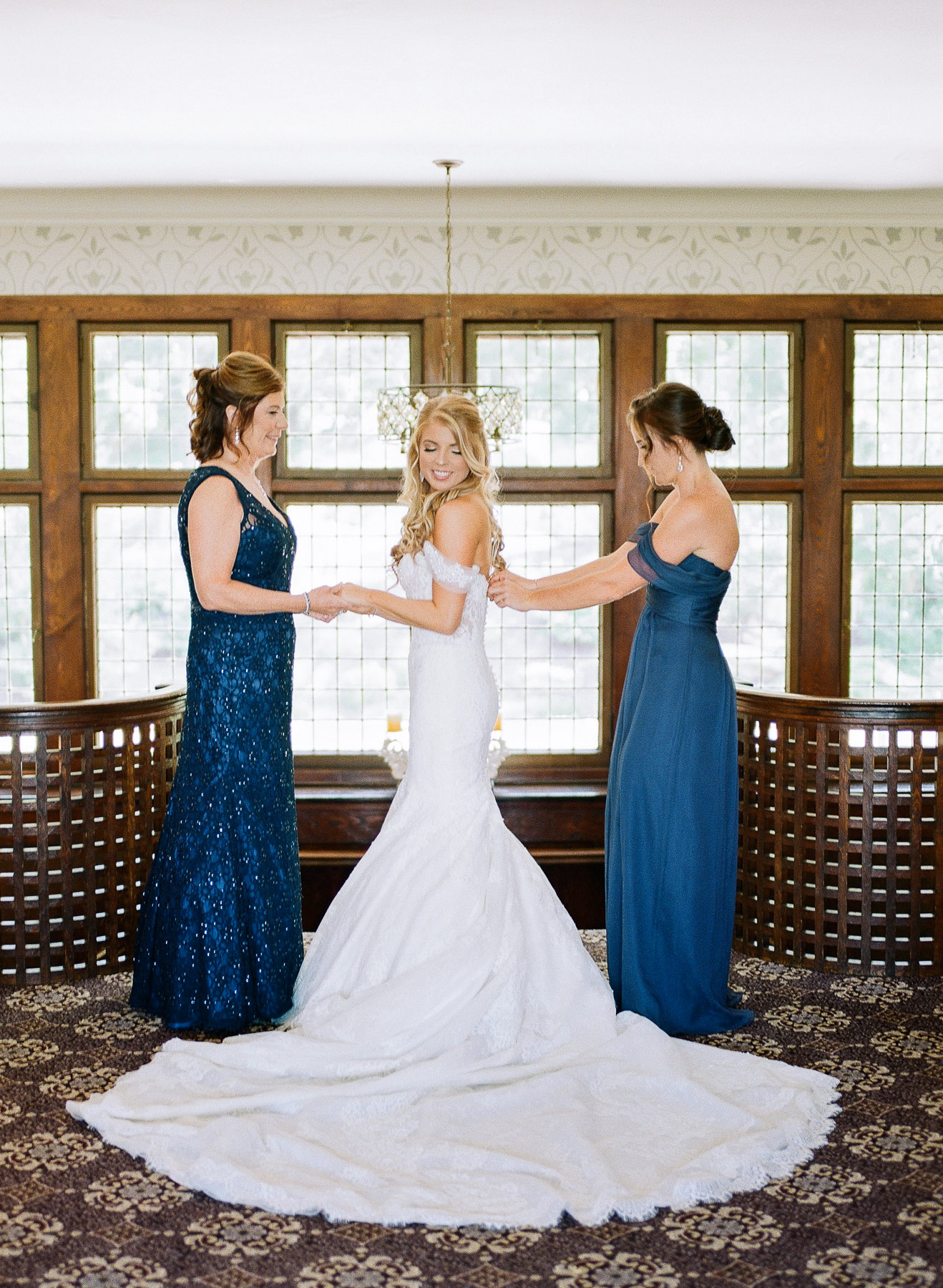 NY Wedding Photographer Le Chateau in Westchester NY