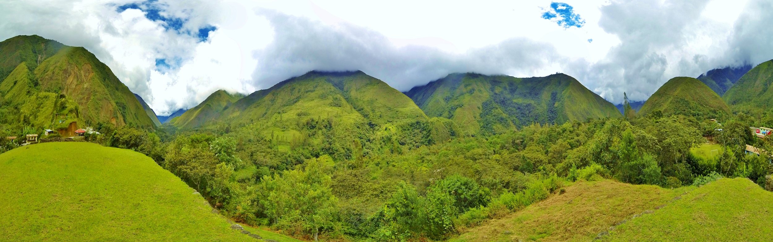 Panorama view from the top of Wamanmarka ruins of theLuq'umayu river valley