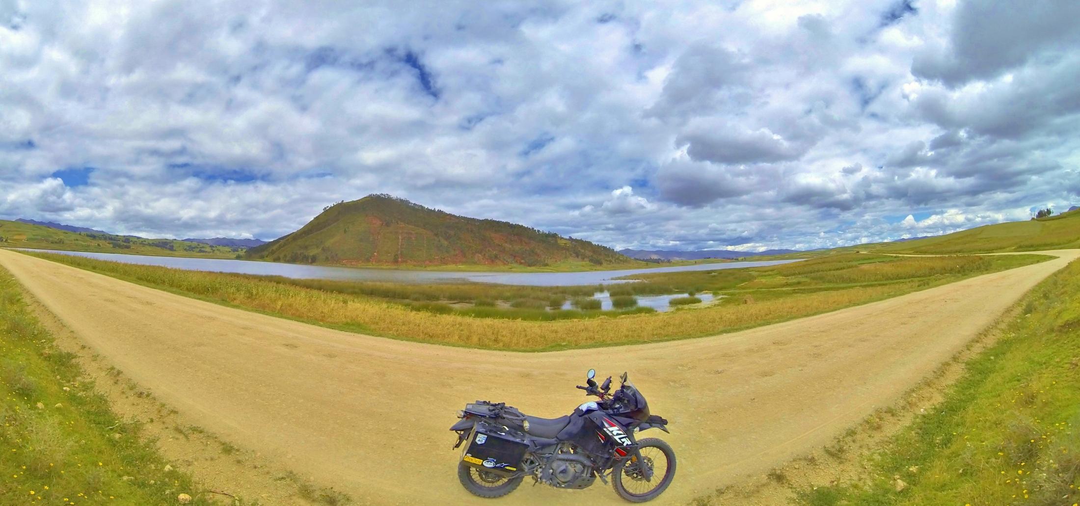 Laguna Huaypo, Valle Sagrado, Perú. Click for full-size image