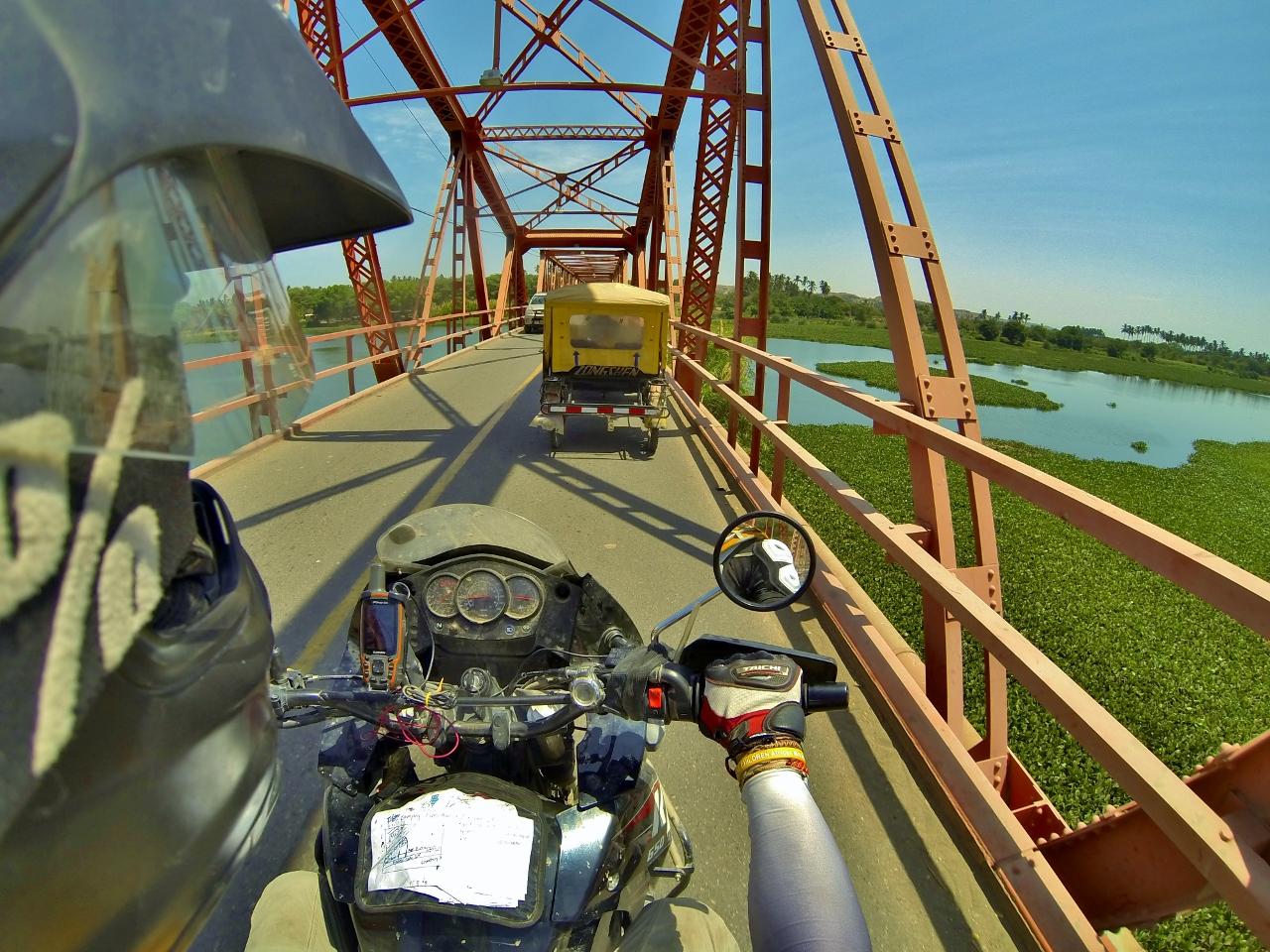 Crossing the Río Chira in Sullana
