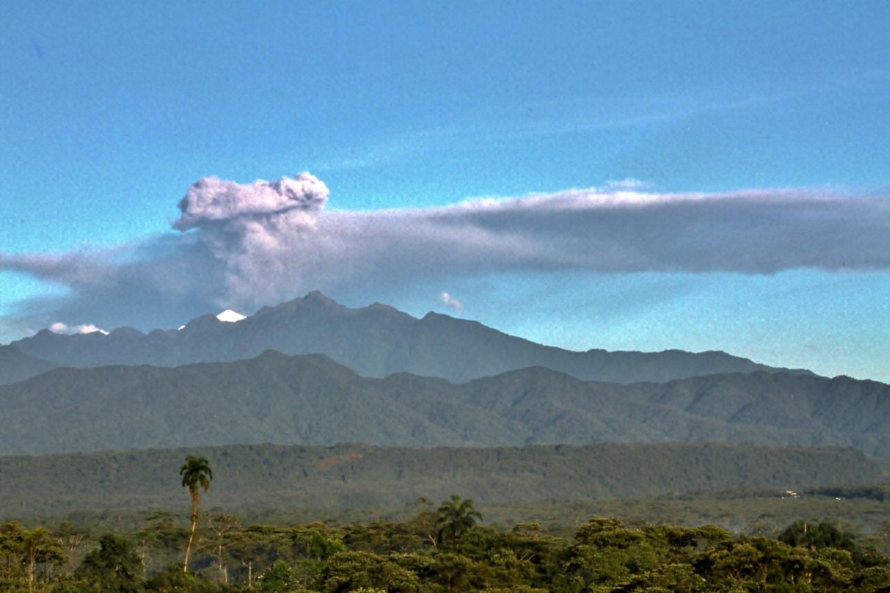 Early morning eruption (Volcán Tungurahua)