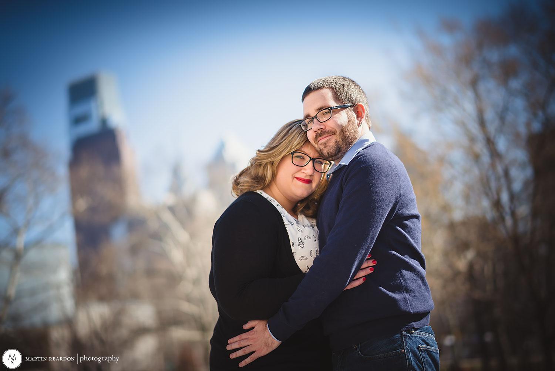 Engagement-shoot-couple-philadelphia-skyline.jpg