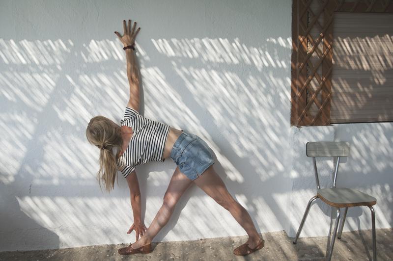 Parivrtta Trikonasana (Revolved Triangle Pose) with support of a wall