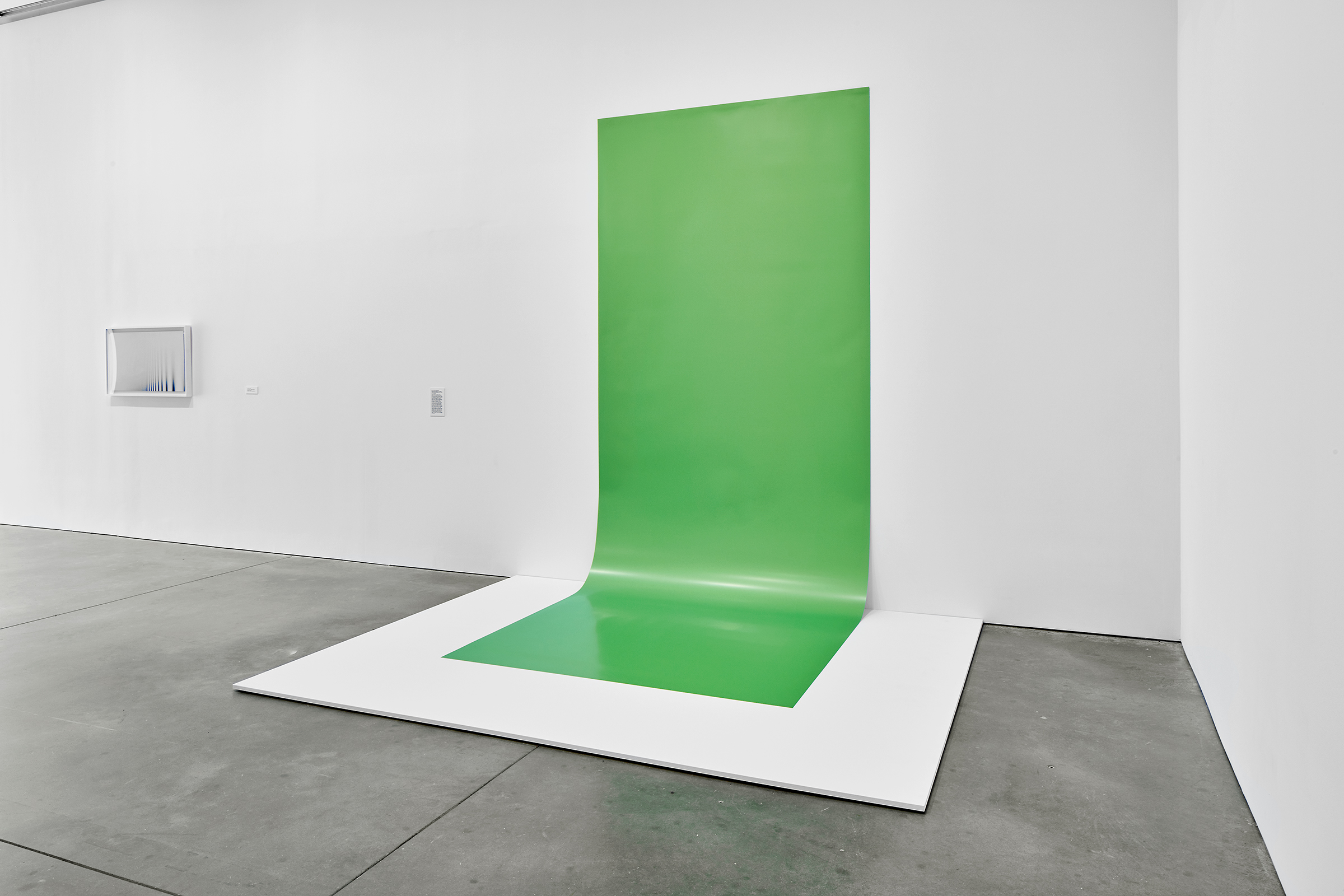 Green Screen #4, 2001/2016. Exhibition: Liz Deschenes, ICA Boston (June 29 - October 16, 2016). Photos courtesy the artist and Miguel Abreau Gallery, New York.