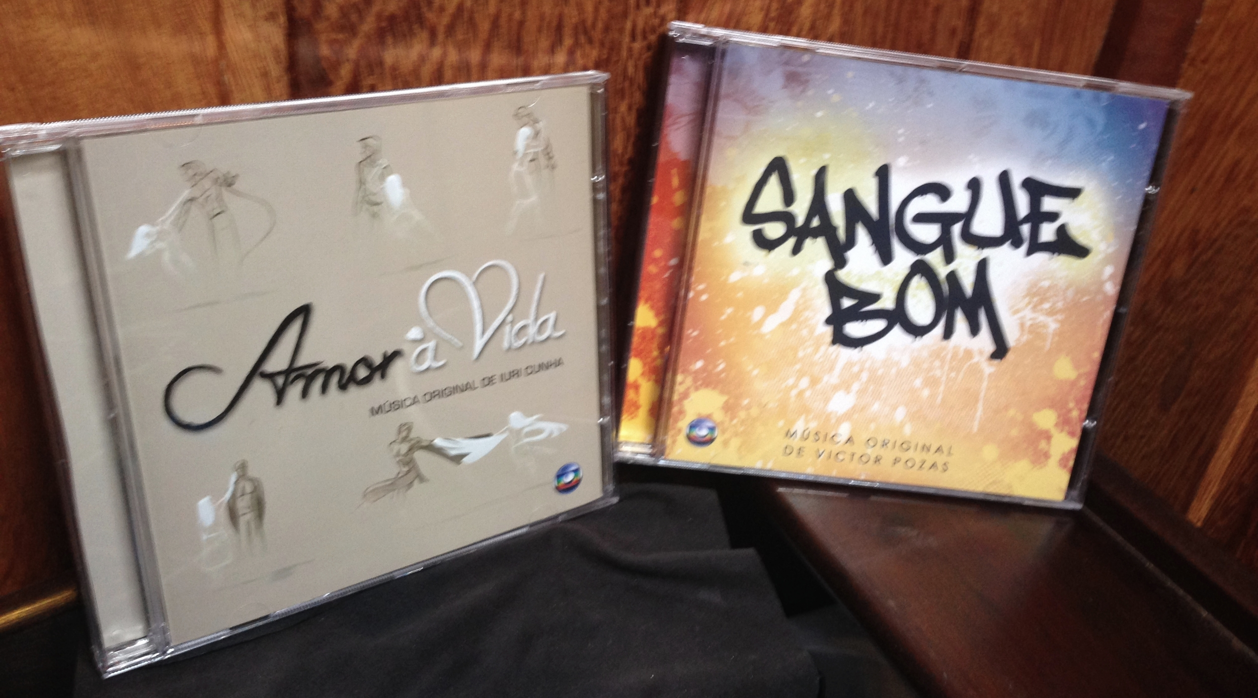 And they are both on iTunes! Here's  Amor à Vida by Iuri Cunhaand  Sangue Bom by Victor Pozas. You can listen to a good chunk of the CD with these links!