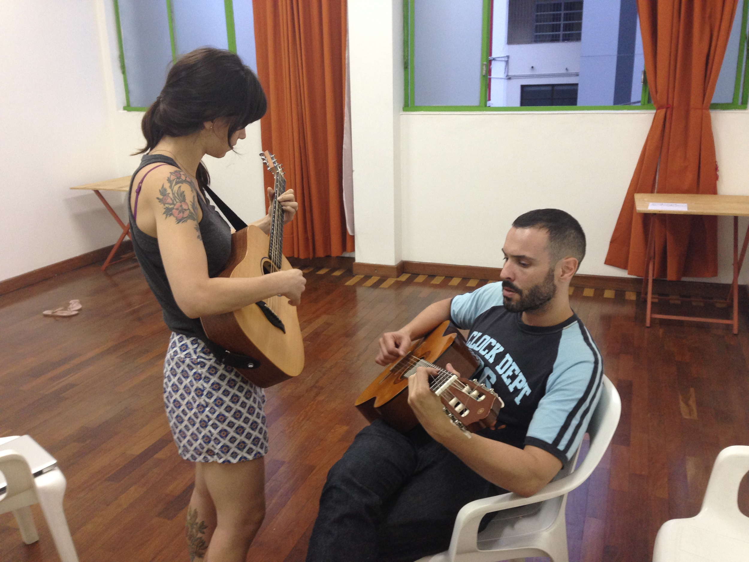 Mel and André getting some guitar work done