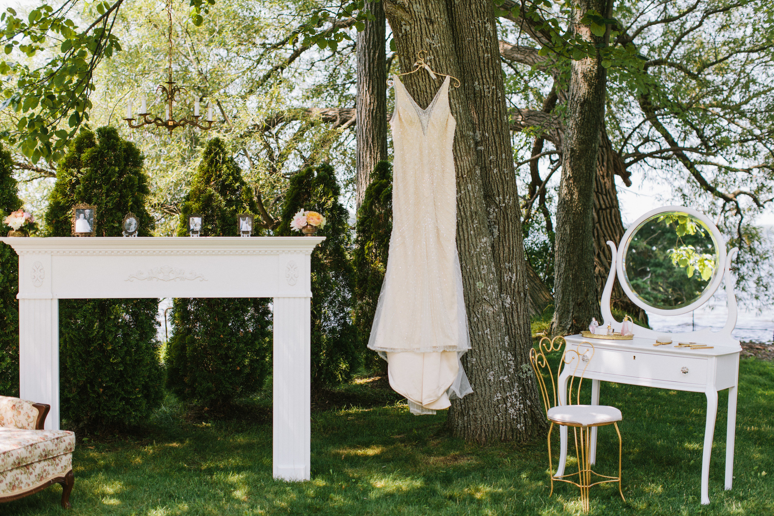 Bekki Draper - Ian - vintage - backyard-wedding-024.jpg